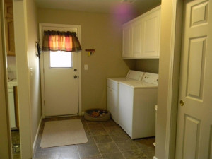 29395 Revis Rd Laundry