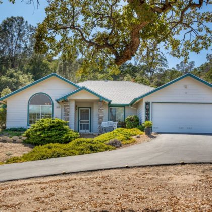 29840 Horsehoe Dr, Coursegold, CA